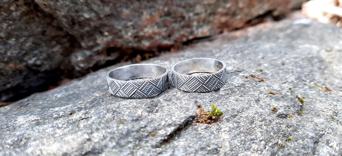 Sudraba gredzens ar Māras lokiem